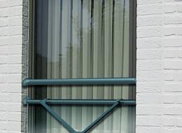 Fixation entre tableau avec vitrage 44,2 + main courante de diamètre 60mm