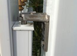 gond de fixation pour portillon en PVC blanc