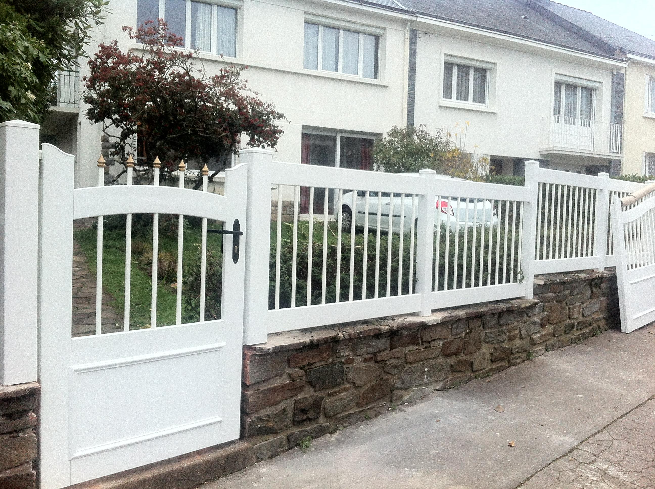 Portail de cl ture en pvc pour maison individuelle Cloture maison moderne