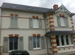 Volets battants aluminium gris clair