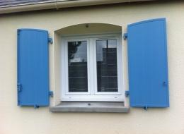 Volets battants PVC bleu turquoise